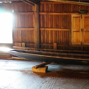 Monastery Canoe in Inle lake