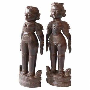 Red Sandalwood Marapatchi Dolls