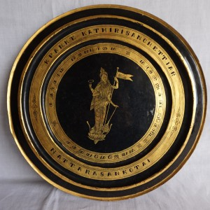 Black lacquerware plate with gold leafing