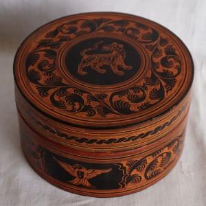 Large lacquerware round box