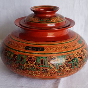 Engraved lacquerware container